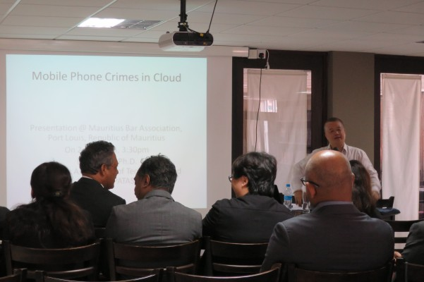 Dr Laurie Lau, Chairman of APATAS deliver a speech to Mauritius Bar Association